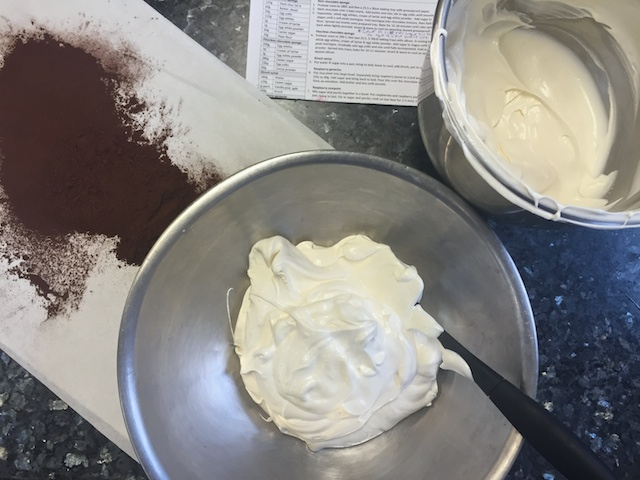 Flourless chocolate sponge making